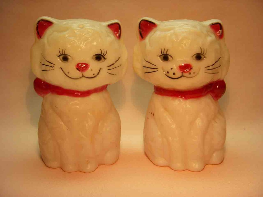 Introduction to Shaker Types - Squeakers - Plastic cat squeakers