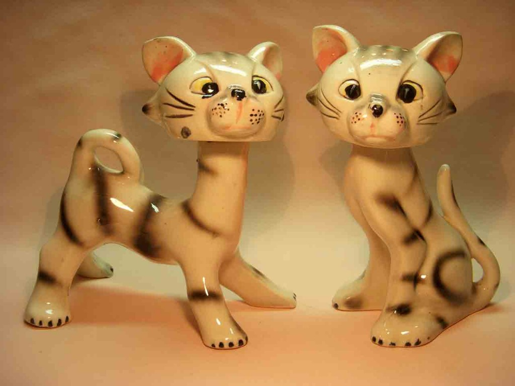 Spike and bobber large cats salt and pepper shaker