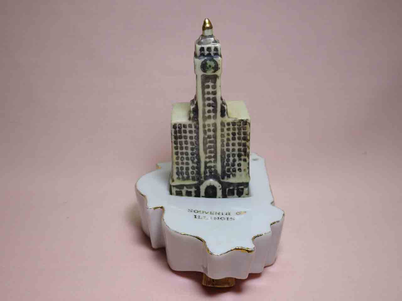Illinois with Wrigley Building salt and pepper shakers