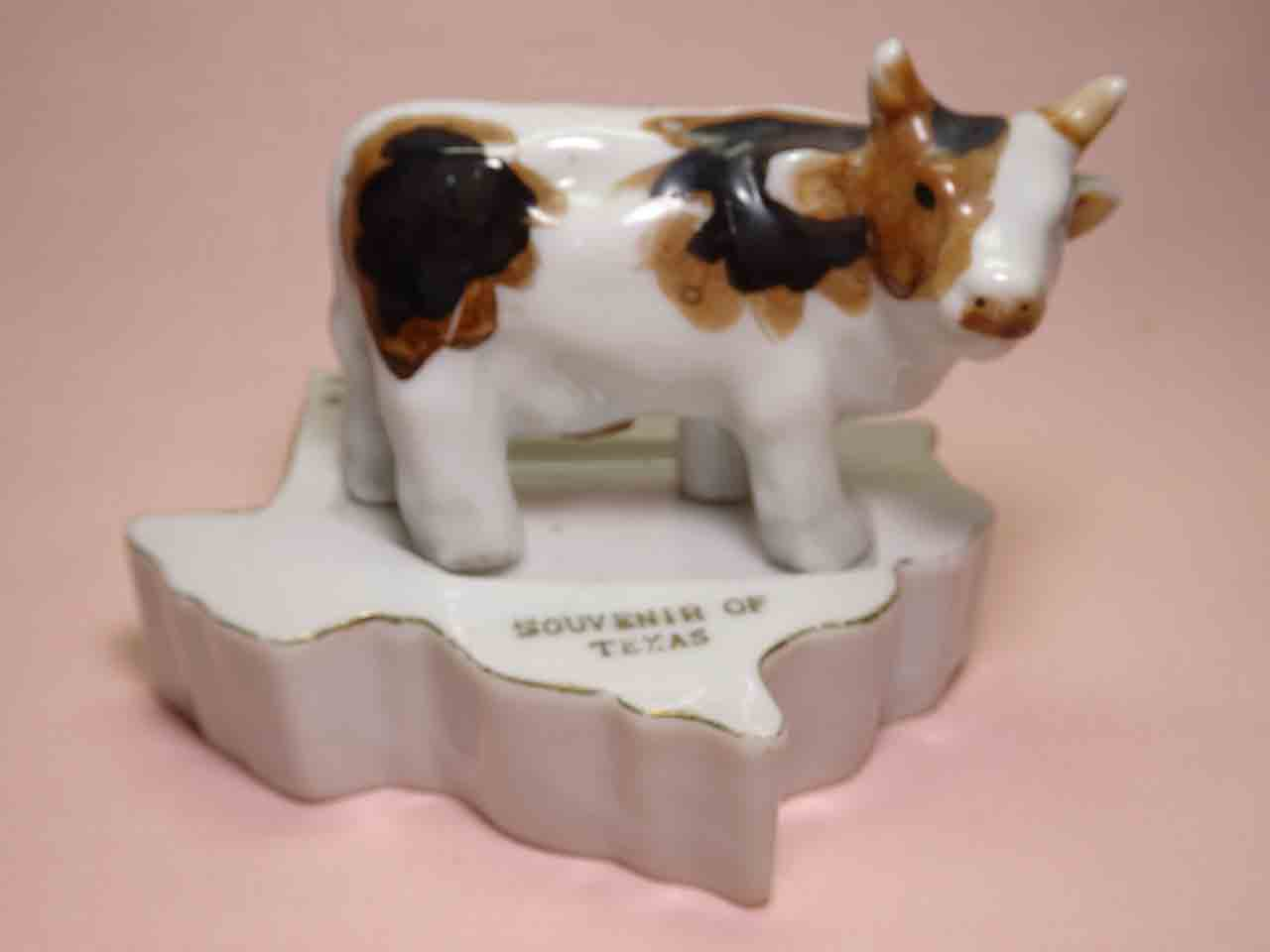 Texas with cattle salt and pepper shakers