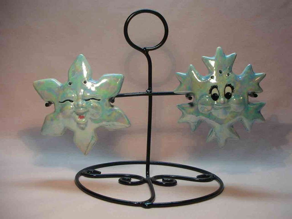 Introduction to types of shakers - wire and spring sets - anthropomorphic snowflakes in wire stand