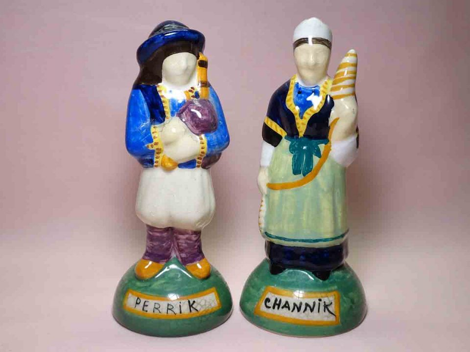 Quimper French peasants salt and pepper shakers