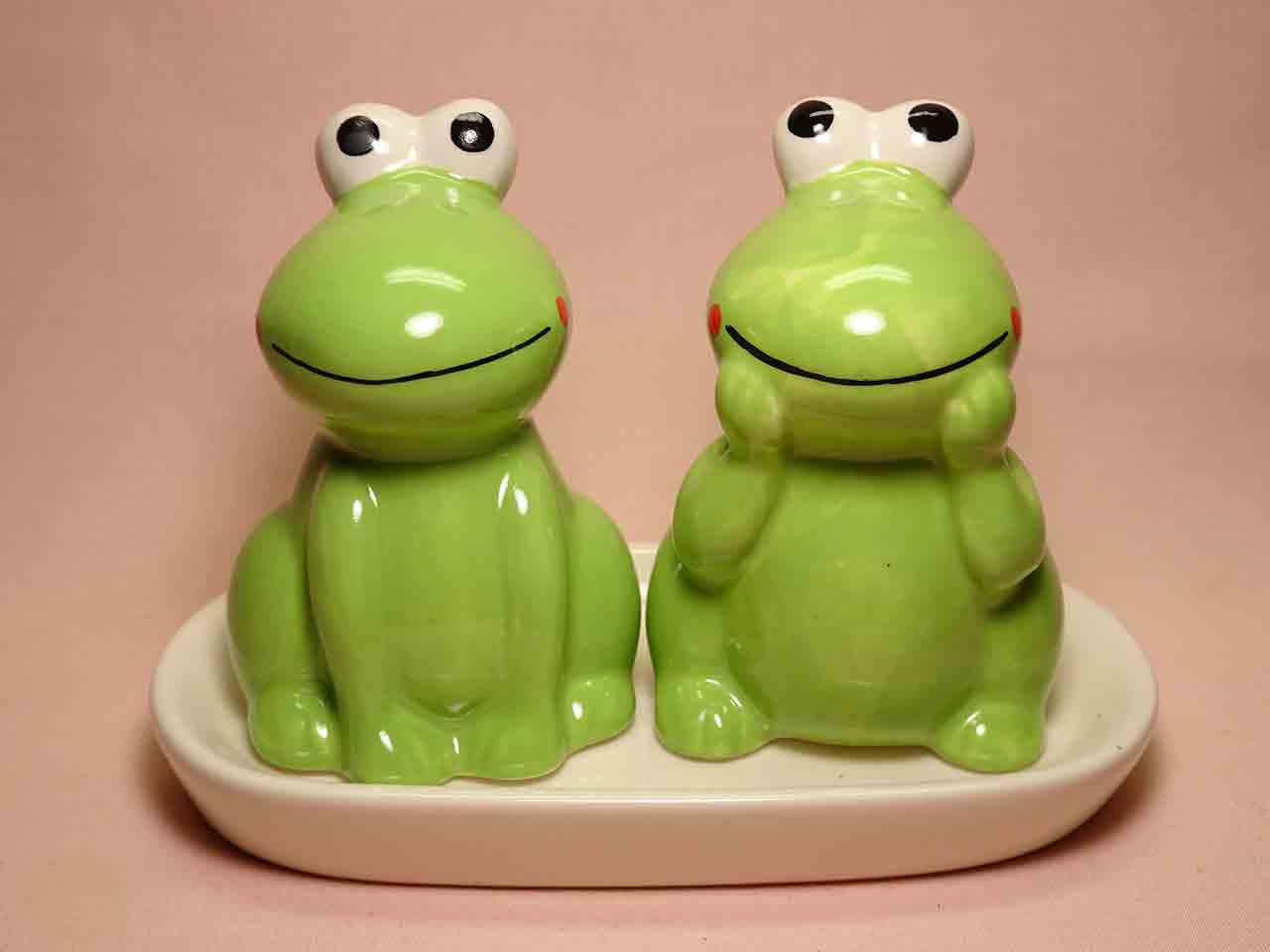 Frogs salt and pepper shakers