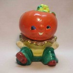 Anthropomorphic stacking tomato salt and pepper shakers