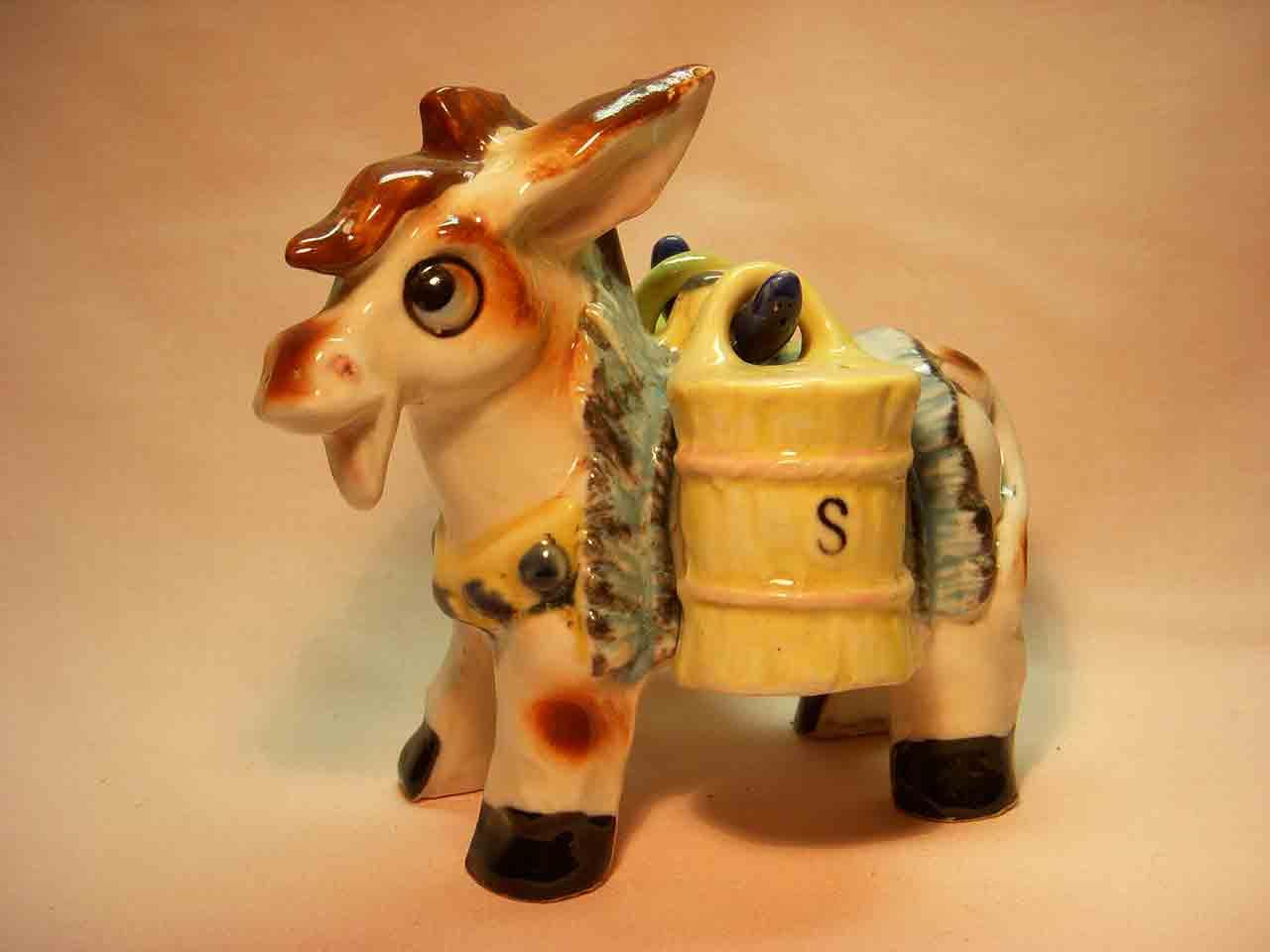 Donkey carrier salt and pepper shaker