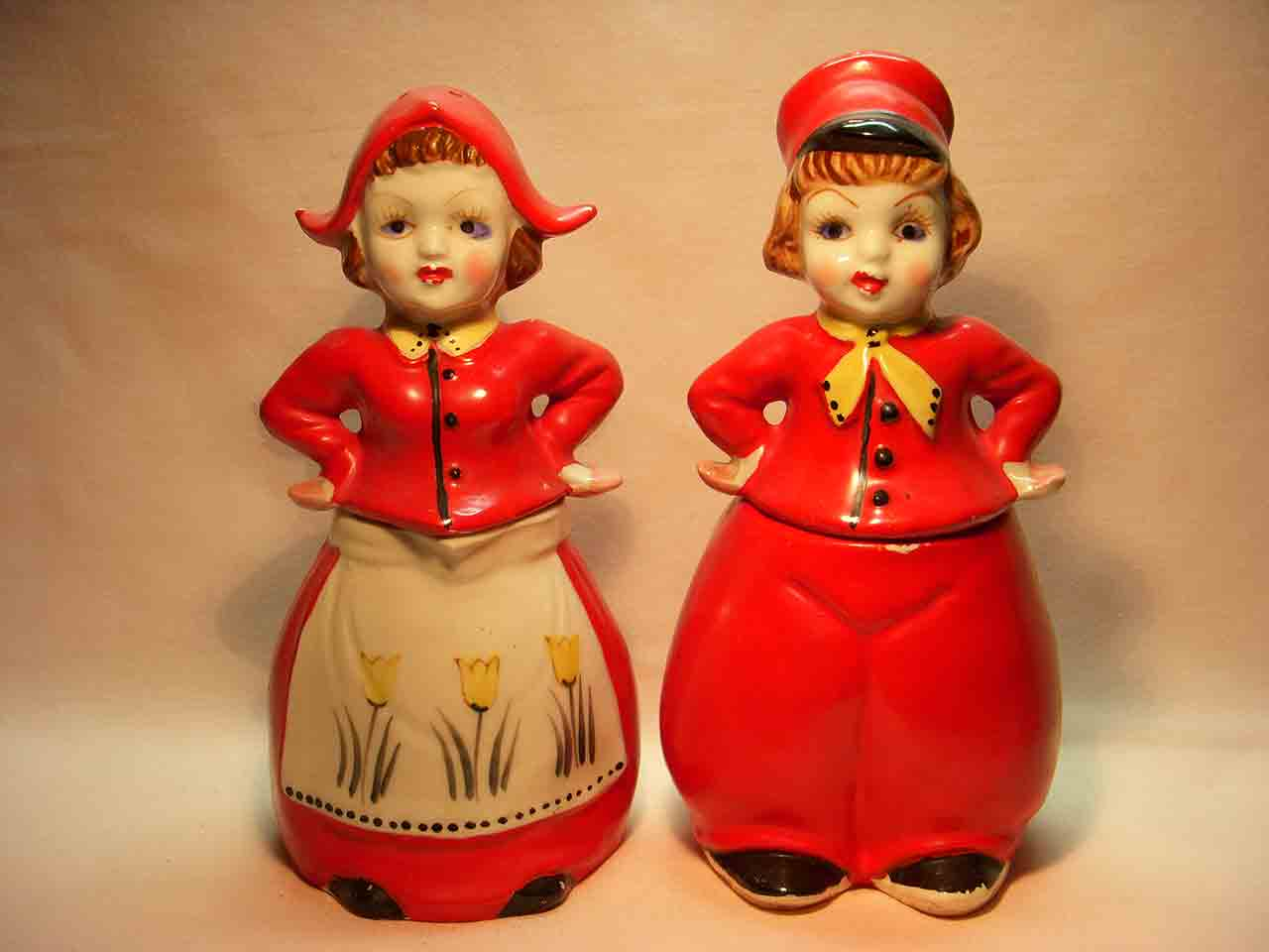 Stacking Dutch couple with bottoms as pitchers salt and pepper shaker