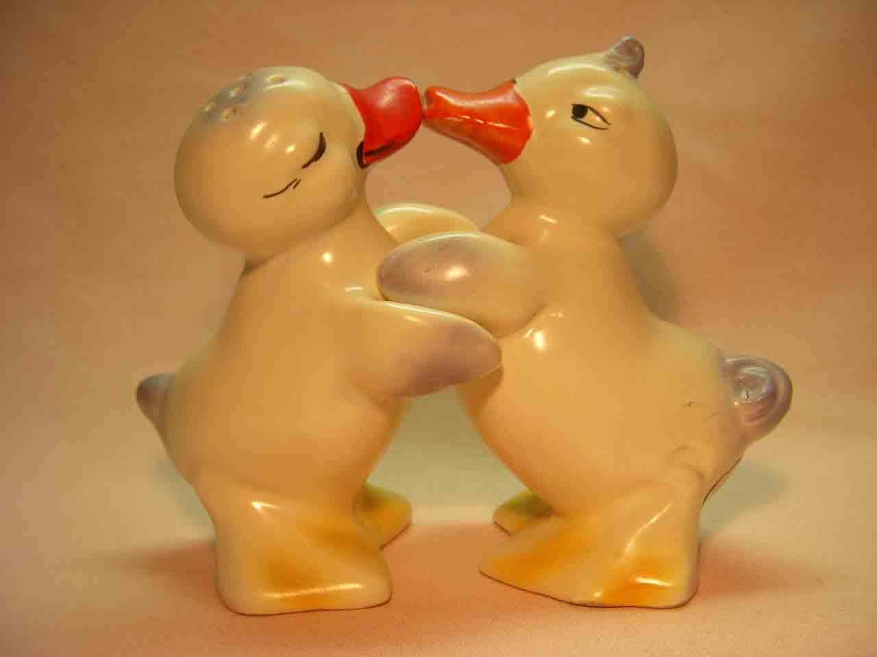 Hugging ducks salt and pepper shaker