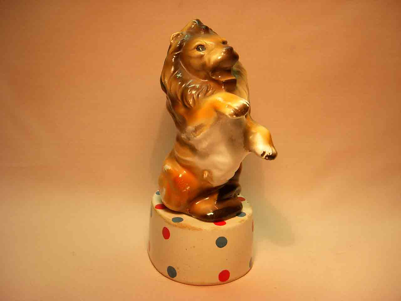 Stacker circus lion on podium salt and pepper shaker