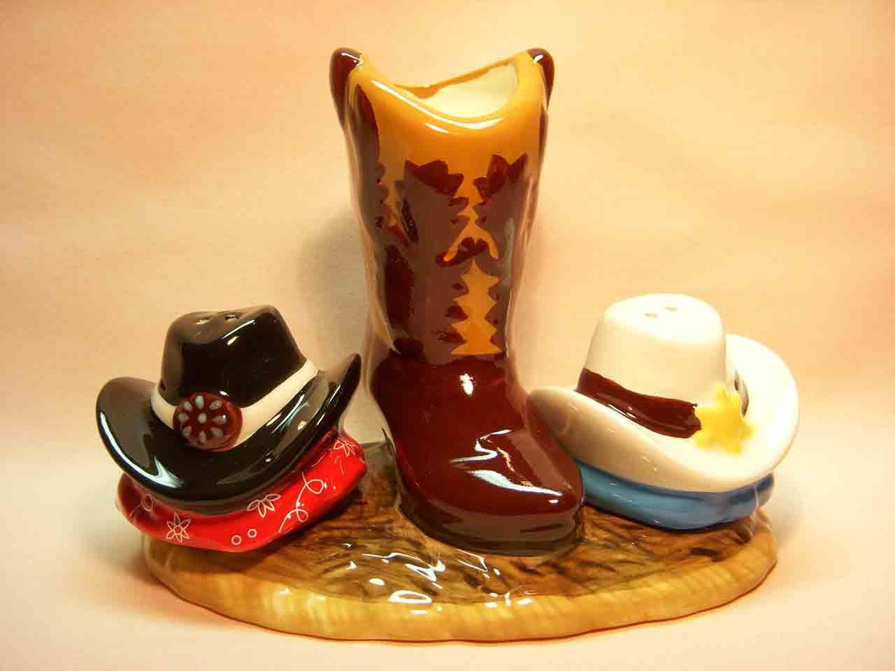 Cowboy hats and boot Mwah Westland Giftware salt and pepper shakers