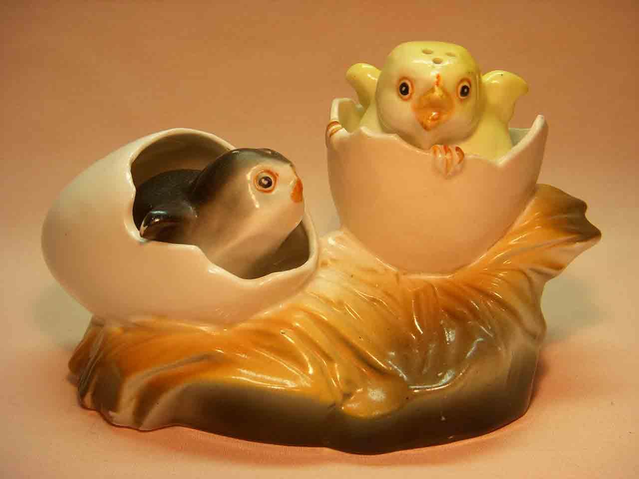 Chicks in eggs nodder salt and pepper shaker