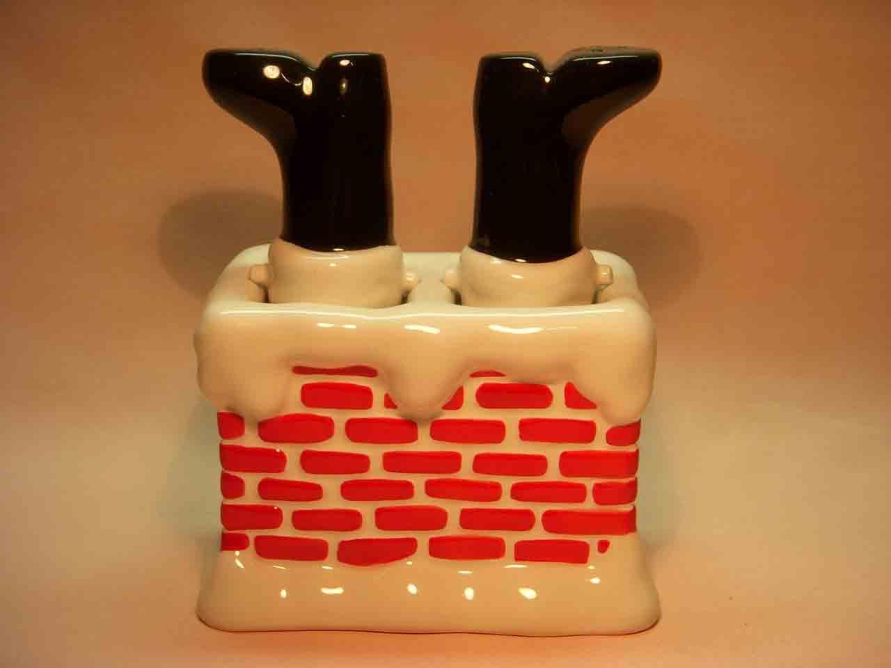 Christmas Santa Claus in chimney nodder salt and pepper shaker
