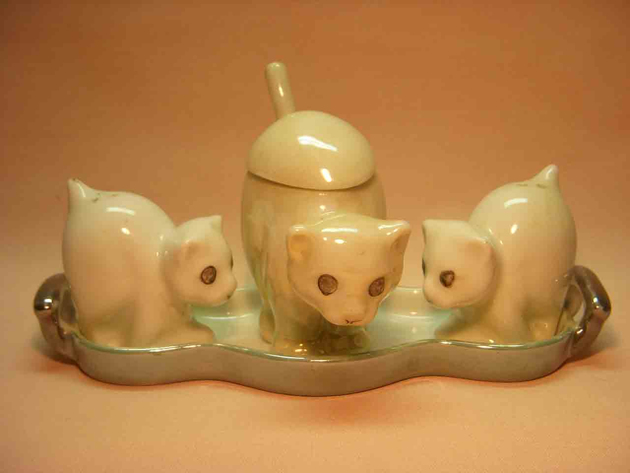 White cat with kittens condiment set salt and pepper shaker