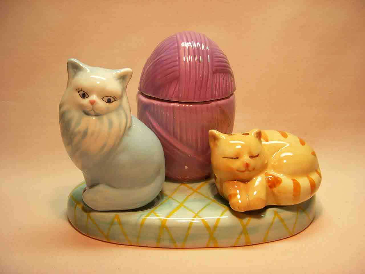Cats on rug with ball of yarn salt and pepper shaker