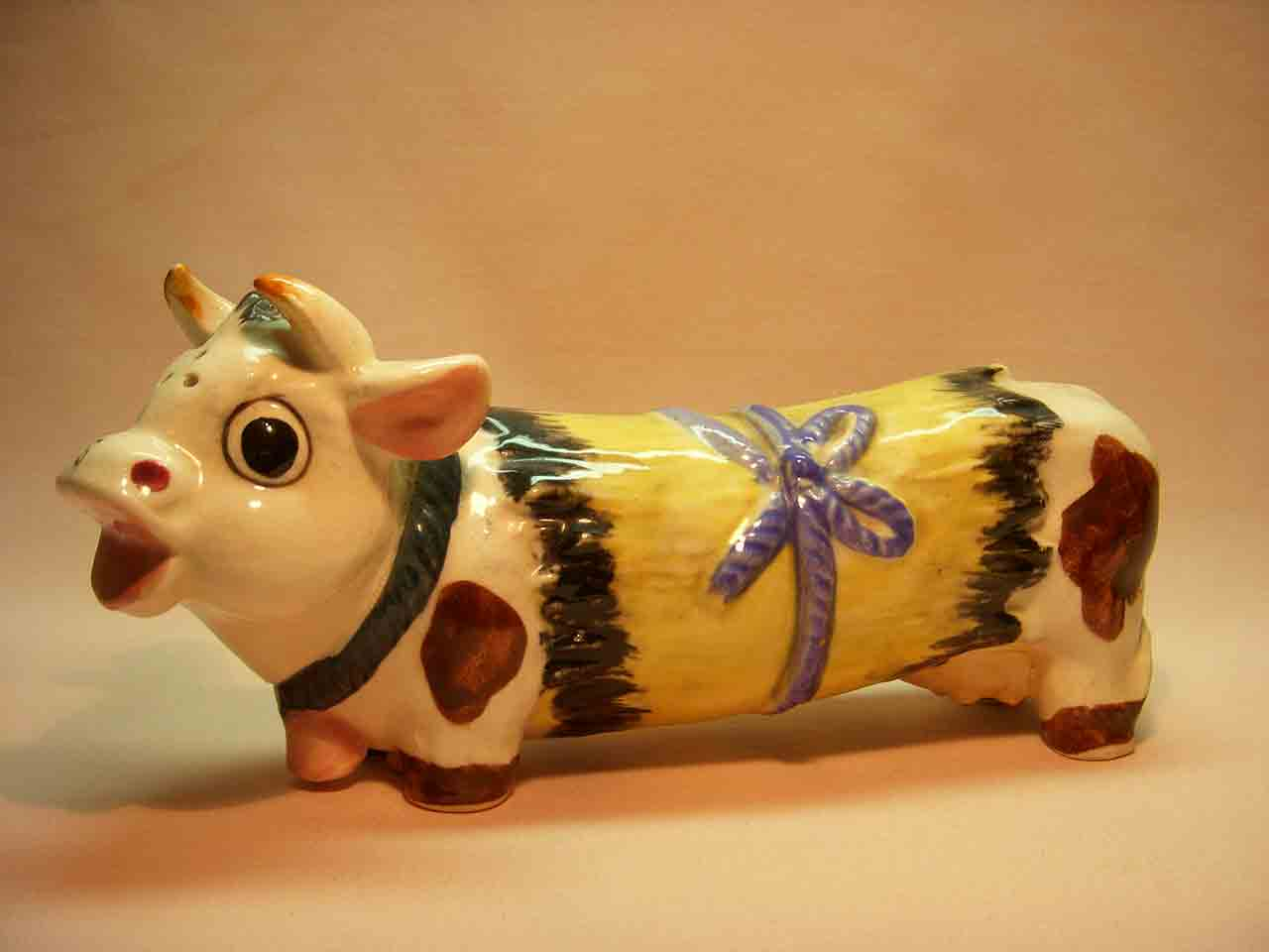 Long cow one piece salt and pepper shaker