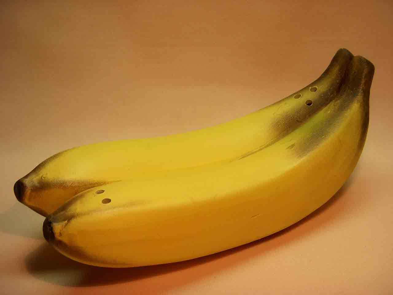 One piece bananas salt and pepper shaker